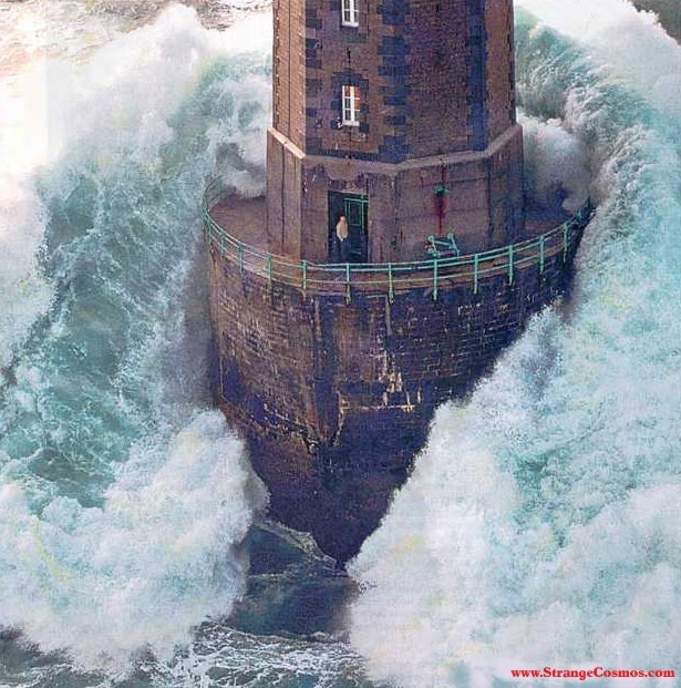 Lighthouse Wave